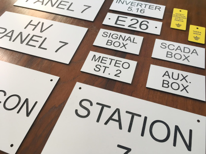 placas grabadas acero, placas de hoteles y restaurantes