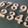 numeros de madera